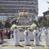 La procesión del Corpus recorre Granada arropada por miles de personas