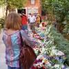 Cientos de flores se acumulan ya en la basílica para la patrona